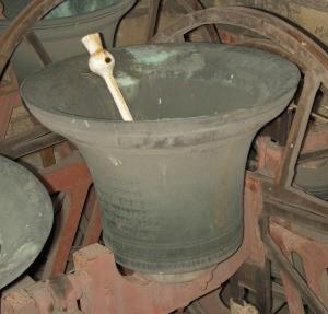 photo of Black Tom bell in Dewsbury Minster